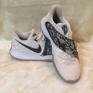 Nike Kyria Flytrap 11 Basketball Sneaker